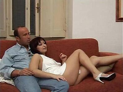 Teenie seduces horny older woman