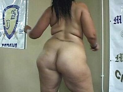 Chubby doll jazzing ass on camera