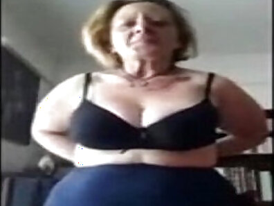 Bbw Border Unit stripped down while they play cam