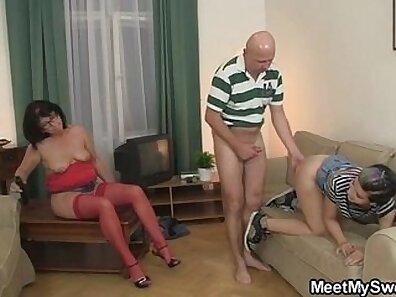 Orgia mamma do mi amigo y se masturba de buenos