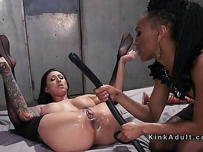 Bubble butt chick Samantha Plays with Small Dildo