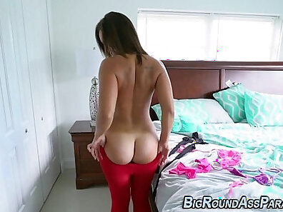 BOOTY latin bella copulating in red stockings