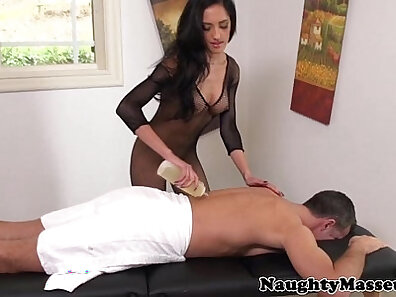 Attractive babe Chloe Amour gets her delicious round muff nailed