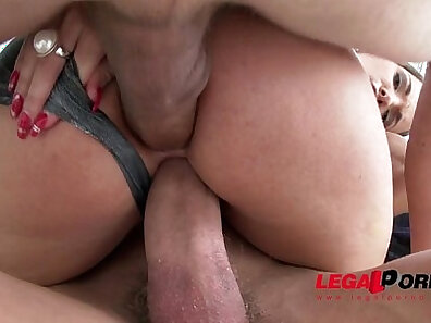 Anal double penetration slut gets her loose cunt stretched