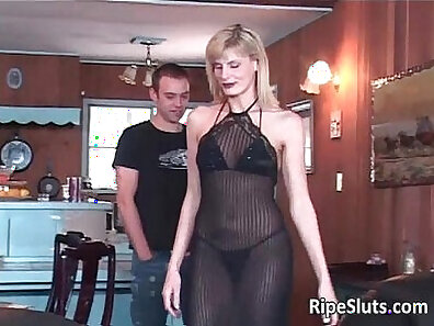 Kenzie Styles is an adorable mature blonde beauty