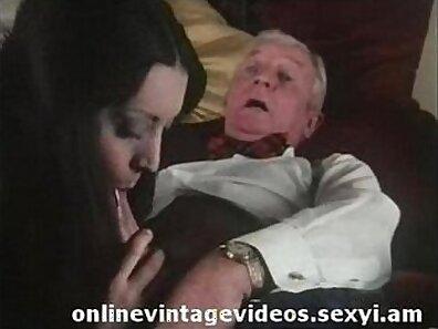 Vintage dude fucks a hot chick