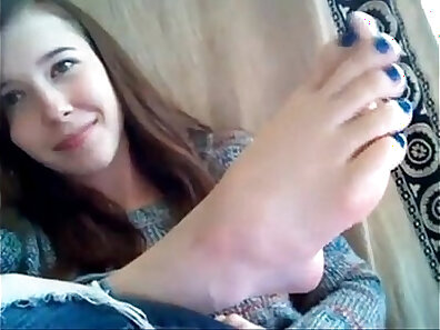 Slim Chocolate Tissue Upskirt in Foot Video