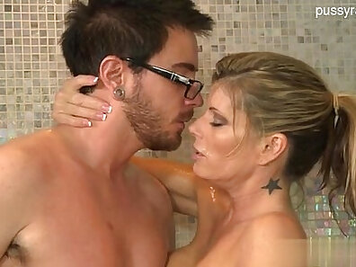 Amateur Home Sex by friendly road housewives