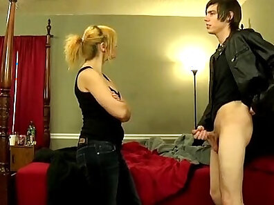 Licence mom uses her tongue for a POV session