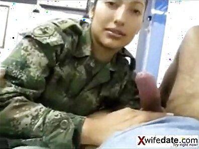 Attractive Korean beautie gets her twat licked