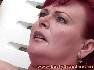 Mature granny fingering and fuking