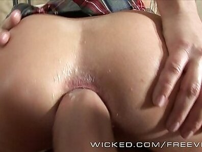 Blonde Romanian girl gets anal pounded by young