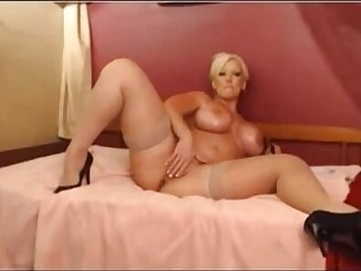Squirting BlowJob on cam