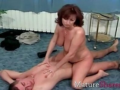 Classy mature slut gets her hairy muff poked from behind
