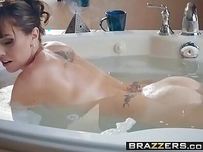Badgalelle Ashley Jacobs milf compeers date xxx sexy mother