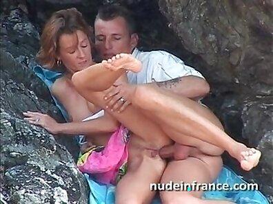 Amateur couple - anal camsex on the beach