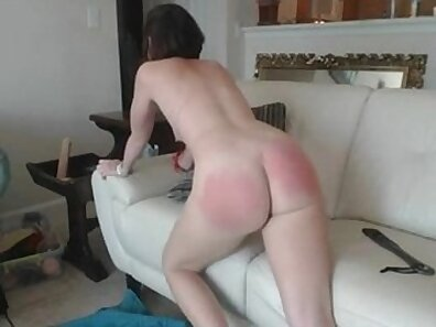 Beauty student gets her asshole spanked on her webcam