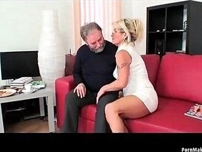Busty mommy with hairy cunt plays with her penises and squirts