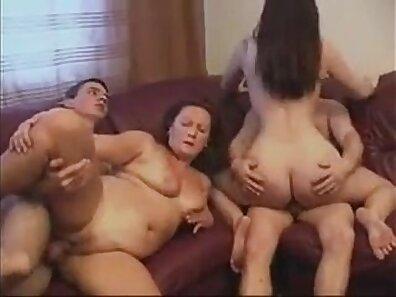 Super Hot Caroline Knows How to Handle Bushcock