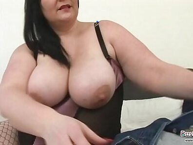 Big tits is blowing a cock after stripping
