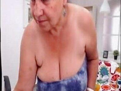 Amateur Hottie Nude Dance on WebCam