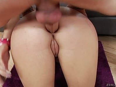 Assfucked babe on the street and gets fucked