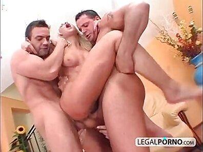 hot lesbian babe sucks a big dick