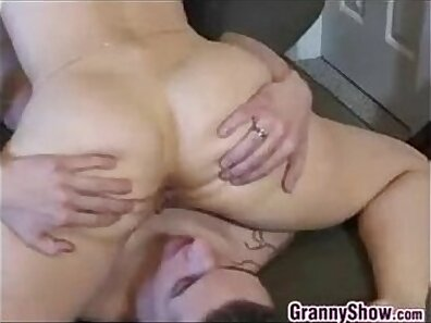 Pussy licking for an ass starved arabista