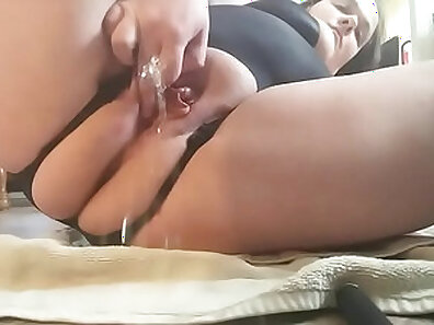 Blonde Need You For His Piss
