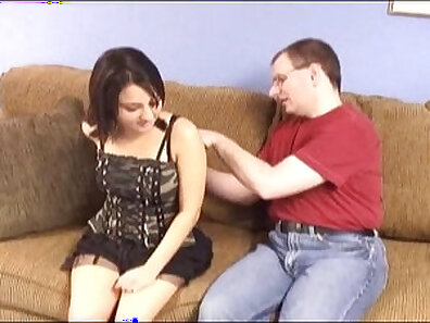 Young hairy pussy gets fisted