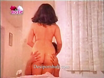 Busty Indian Chick Self Slide The Toothbrush So Easy