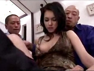Bj fingering pussy and wet licking