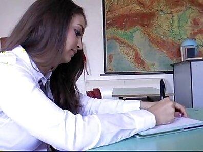 Asian schoolgirl wanks for session