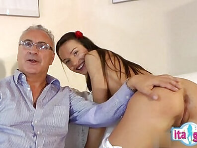 Big ass secretary gives blowjob then gets fucked