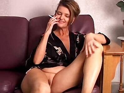 Busty businesswoman Ryan Colmon masturbates her pussy