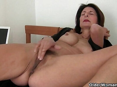 Big titt mom with shemales pussy