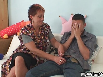 EXGF Dirty Mom Seduced By Boss at Work