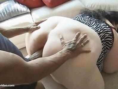 sexy chinese gf sucking cock