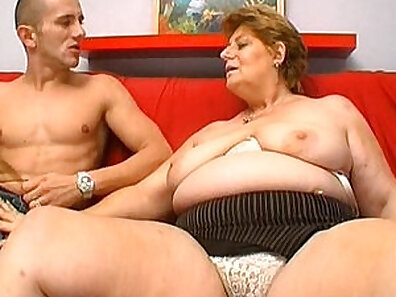 Big mature granny is giving a nice and thorough blowjob