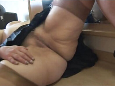 Sexy mature babe show her big tits and a juicy pussy