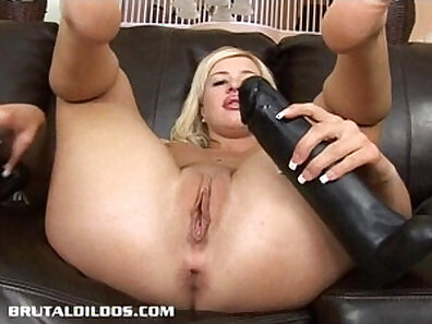 Blonde big tits gaping in dorm